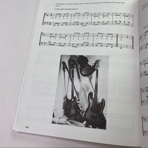 Vintage Accents - Vintage Bass Guitar Scale Manual Sheet Music Book